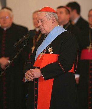 Józef Glemp. Data 21 grudnia 2009 Źródło http://www.prezydent.pl/aktualnosci/zdjecia/galeria,306.html Autor Chancellery of the President of the Republic of Poland